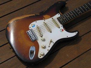 Make: Fender Model: Stratocaster Colour: Sunburst Year: 1976 Serial Number: 6587XX Case: No Case